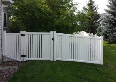 fencing contractors, fences company, fencing companies near me, fencing installers, Gates & fencing, wood fence contractors near me, wood fence installation near me